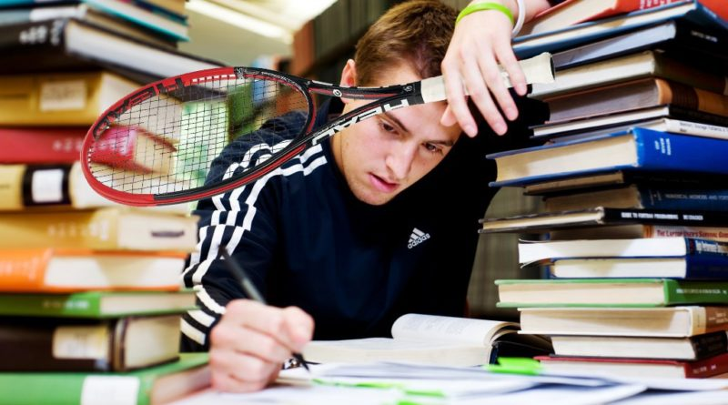 studio e agonismo - tennista tra pile di libri